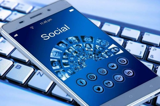 How to Grow Your E-Mail List through Social Media?